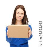 Купить «Деловая женщина протягивает небольшую коробку», фото № 4852693, снято 2 апреля 2011 г. (c) Syda Productions / Фотобанк Лори