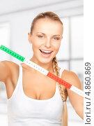 Купить «Стройная счастливая девушка с сантиметром для измерения объемов тела», фото № 4860869, снято 8 мая 2010 г. (c) Syda Productions / Фотобанк Лори