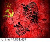 Купить «След ботинка на потрескавшейся земле, раскрашенной в цвета флага СССР», фото № 4861437, снято 17 июня 2019 г. (c) Клинц Алексей / Фотобанк Лори