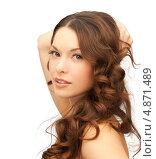 Купить «Красивая шатенка с волнистыми волосами на белом фоне», фото № 4871489, снято 30 октября 2011 г. (c) Syda Productions / Фотобанк Лори