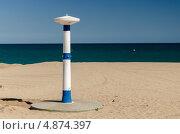 Общественный душ на пляже города Калелья, Испания (2013 год). Стоковое фото, фотограф Марат Сабиров / Фотобанк Лори