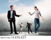 Купить «Два бизнесмена разыгрывают спектакль с куклами-марионетками», фото № 4876837, снято 20 мая 2019 г. (c) Sergey Nivens / Фотобанк Лори