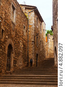 Купить «Улица с лестницей в средневековом городе Жирона», фото № 4882097, снято 1 июля 2013 г. (c) Яков Филимонов / Фотобанк Лори