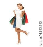 Купить «Девушка на высоких каблуках с покупками», фото № 4893193, снято 28 августа 2011 г. (c) Syda Productions / Фотобанк Лори