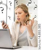 Купить «Уставшая деловая женщина работает за ноутбуком», фото № 4893385, снято 17 июня 2012 г. (c) Syda Productions / Фотобанк Лори