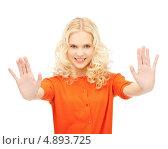 Купить «Молодая красивая женщина работает с виртуальным экраном», фото № 4893725, снято 2 октября 2011 г. (c) Syda Productions / Фотобанк Лори