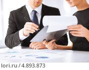 Купить «Деловые партнеры обсуждают бизнес-сделку», фото № 4893873, снято 3 апреля 2013 г. (c) Syda Productions / Фотобанк Лори