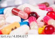 Купить «Разноцветные таблетки и капсулы», фото № 4894617, снято 20 января 2013 г. (c) Никончук Алексей / Фотобанк Лори