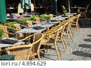 Купить «Столики кафе на улице Брюгге, Бельгия», фото № 4894629, снято 30 июня 2013 г. (c) Юлия Кузнецова / Фотобанк Лори
