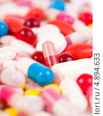 Купить «Разноцветные таблетки и капсулы», фото № 4894633, снято 20 января 2013 г. (c) Никончук Алексей / Фотобанк Лори