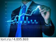Купить «Мужчина рисует график роста на виртуальном экране», фото № 4895869, снято 28 февраля 2013 г. (c) Sergey Nivens / Фотобанк Лори