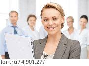 Купить «Успешная деловая женщина на фоне коллег в офисе», фото № 4901277, снято 16 августа 2018 г. (c) Syda Productions / Фотобанк Лори