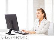 Купить «Счастливая офисная сотрудница работает за компьютером в кабинете», фото № 4901445, снято 1 июня 2013 г. (c) Syda Productions / Фотобанк Лори