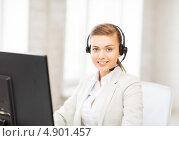 Купить «Привлекательная операционистка технической службы поддержки в офисе за компьютером», фото № 4901457, снято 1 июня 2013 г. (c) Syda Productions / Фотобанк Лори