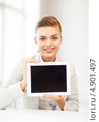 Купить «Молодая офисная сотрудница с планшетным компьютером в кабинете», фото № 4901497, снято 1 июня 2013 г. (c) Syda Productions / Фотобанк Лори