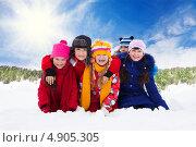 Купить «Группа счастливых детей на улице зимой», фото № 4905305, снято 30 марта 2013 г. (c) Сергей Новиков / Фотобанк Лори