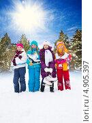 Купить «Четыре девочки-подружки стоят с коньками на улице», фото № 4905397, снято 30 марта 2013 г. (c) Сергей Новиков / Фотобанк Лори