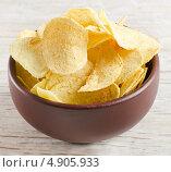 Купить «Картофельные чипсы», фото № 4905933, снято 3 апреля 2012 г. (c) Tatjana Baibakova / Фотобанк Лори