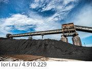 Угольный склад ТЭЦ, фото № 4910229, снято 26 июля 2013 г. (c) Геннадий Соловьев / Фотобанк Лори