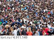 Купить «Вид сверху на большую плотную толпу людей на мероприятии в Строгине, Москва», эксклюзивное фото № 4911149, снято 28 июля 2013 г. (c) Николай Винокуров / Фотобанк Лори