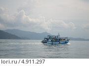 Кораблик в молочной пелене (2013 год). Редакционное фото, фотограф Юлия Алексеева / Фотобанк Лори