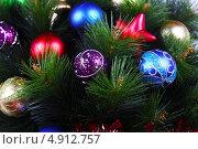 Елочные игрушки на новогодней елке. Стоковое фото, фотограф Екатерина Высотина / Фотобанк Лори