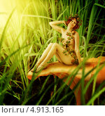 Купить «Лесная нимфа сидит на грибе утром», фото № 4913165, снято 29 июля 2013 г. (c) katalinks / Фотобанк Лори