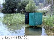 Затопленная кабинка для переодевания на пляже. Стоковое фото, фотограф Buyanka / Фотобанк Лори