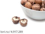 Грецике орехи в миске. Стоковое фото, фотограф Вероника Конкина / Фотобанк Лори