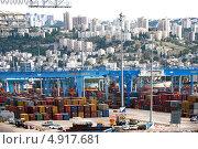 Вид на подъемные краны и контейнеры в порту Хайфа, Израиль (2013 год). Редакционное фото, фотограф Наталия Пылаева / Фотобанк Лори