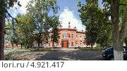 Купить «Администрация города Красноармейск», фото № 4921417, снято 3 августа 2013 г. (c) Julia Shepeleva / Фотобанк Лори