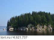 Купить «Скалистый берег реки в солнечный летний день», фото № 4921737, снято 1 июля 2012 г. (c) Сергей Мазеин / Фотобанк Лори