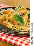 Купить «Итальянские спагетти с курицей», фото № 4926985, снято 26 декабря 2011 г. (c) ElenArt / Фотобанк Лори