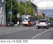 Купить «Городской трамвай № 34 идет по Первомайской улице, Москва», эксклюзивное фото № 4928705, снято 22 июля 2013 г. (c) lana1501 / Фотобанк Лори