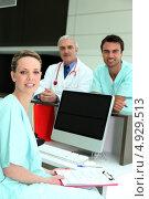 Купить «Медицинский персонал у регистратуры», фото № 4929513, снято 9 апреля 2010 г. (c) Phovoir Images / Фотобанк Лори