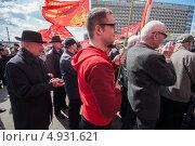 Люди разных возрастов на митинге коммунистов (2013 год). Редакционное фото, фотограф Даниил Максюков / Фотобанк Лори