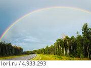 Купить «Радуга над дорогой», фото № 4933293, снято 27 июля 2013 г. (c) Александр Романов / Фотобанк Лори