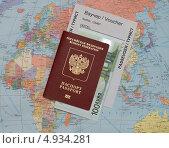 Купить «Заграничный паспорт на карте мира», фото № 4934281, снято 8 августа 2013 г. (c) Геннадий Соловьев / Фотобанк Лори