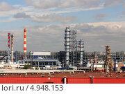 Купить «Московский нефтеперерабатывающий завод в Капотне», фото № 4948153, снято 2 августа 2013 г. (c) Владимир Приземлин / Фотобанк Лори