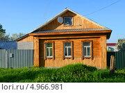 Купить «Отремонтированный на современный лад старинный русский деревянный дом», фото № 4966981, снято 20 мая 2013 г. (c) Анна Мартынова / Фотобанк Лори
