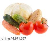 Купить «Свежие овощи на белом фоне», фото № 4971357, снято 13 июля 2013 г. (c) Литвяк Игорь / Фотобанк Лори
