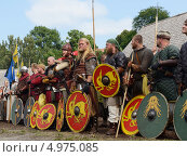 Купить «Перед битвой. Ярмарка викингов на Аландских островах, Финляндия - одна из крупнейших в Скандинавии», фото № 4975085, снято 25 июля 2013 г. (c) Валерия Попова / Фотобанк Лори