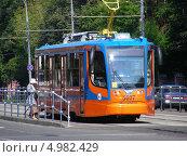 Купить «Трамвай № 43 идет по улице Стромынка, Москва», эксклюзивное фото № 4982429, снято 8 августа 2013 г. (c) lana1501 / Фотобанк Лори
