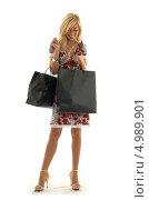 Купить «Девушка заглядывает в пакет с покупками», фото № 4989901, снято 15 августа 2006 г. (c) Syda Productions / Фотобанк Лори