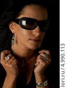 Купить «Девушка с кольцом на пальце и в черных солнечных очках», фото № 4990113, снято 20 августа 2006 г. (c) Syda Productions / Фотобанк Лори
