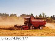Купить «Уборка урожая зерновых», фото № 4990177, снято 20 июля 2018 г. (c) Майя Крученкова / Фотобанк Лори