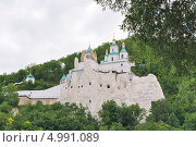 Купить «Меловые пещеры с церковью святителя Николая над ними», фото № 4991089, снято 23 июня 2013 г. (c) Sanna / Фотобанк Лори