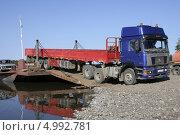 Купить «Паромная переправа через реку Алдан. Якутия», фото № 4992781, снято 18 августа 2013 г. (c) Анна Зеленская / Фотобанк Лори