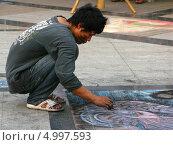 Уличный художник (2012 год). Редакционное фото, фотограф Анастасия Нагаева / Фотобанк Лори