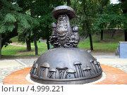 Купить «У нас в Рязани грибы с глазами. Парковая скульптура», фото № 4999221, снято 4 августа 2013 г. (c) УНА / Фотобанк Лори